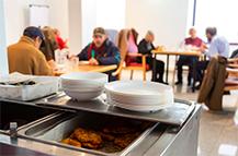 Sevilla aprueba subvenciones por 665.000 euros para nueve comedores y catering sociales